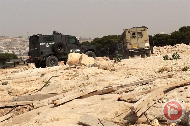 Les forces israéliennes délivrent des avis d'interdiction de constructions à Salfit