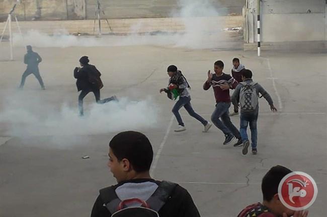 En vidéo - Des élèves blessés alors que les forces israéliennes tirent des gaz lacrymogènes dans une école à Hébron